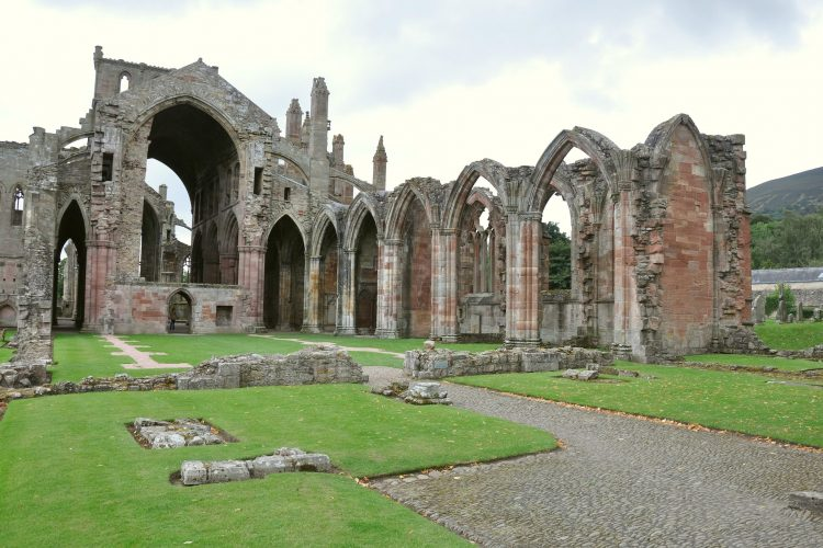 melrose-abbey-1673963_1920