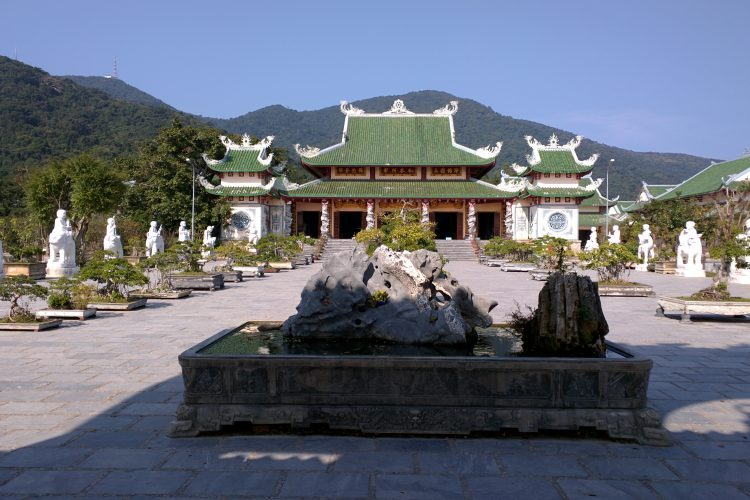 pagoda-vietnam-ba-na