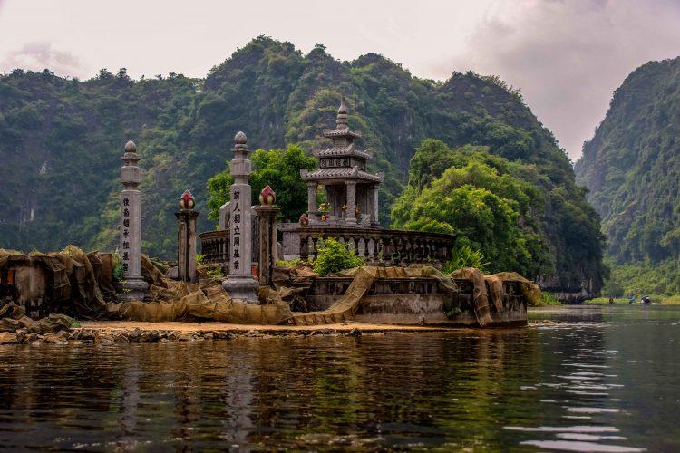 Tam-coc-temple