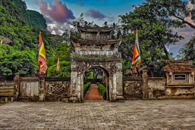 main-gate-Hoa-Lu