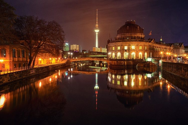 berlin_noche_iluminada_canales