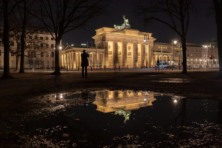 berlin_noche_puerta_brandenburgo