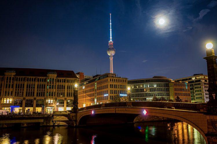 berlin_torre_television_noche