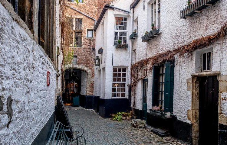 amberes-actividad-free-tour-leyendas-calle-vlaeykensgang_0