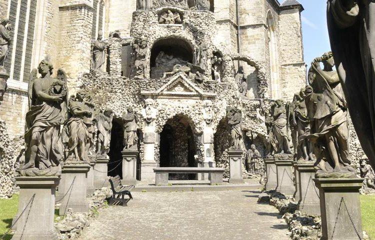 amberes-actividad-free-tour-leyendas-iglesia-san-carlos-borromeo_0