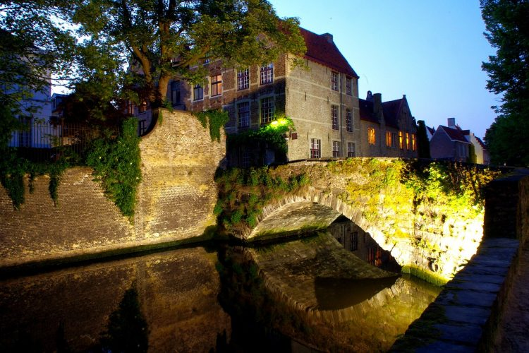brujas-nocturna-free-tour-ok1