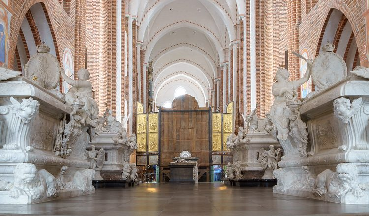 Roskilde-catedral-tumbas